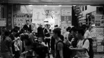 """警察""""抱摔""""事件背后,是中国两大社会问题"""