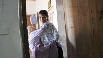 家婆还在 我不敢老,74岁老太独自照顾101岁的瘫痪婆婆