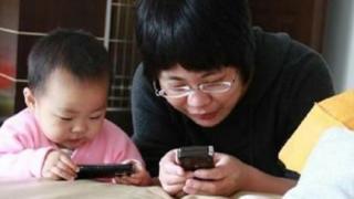 你还在放任孩子玩手机吗?